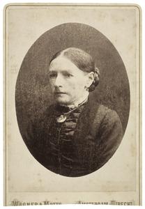 Portret van een vrouw, mogelijk Johanna de Vries (1834-)