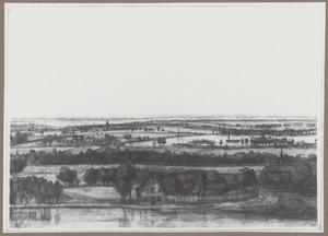 Panoramalandschap met een rivier op de voorgrond