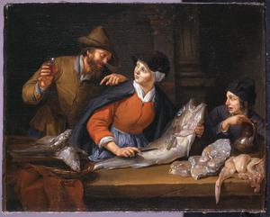 Een man heft het glas bij een visverkoopster