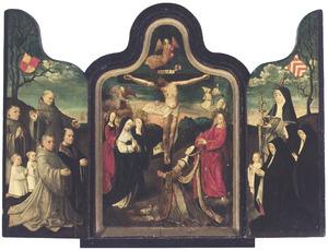 De gekruisigde Christus met bijstanders, geflankeerd door de H. Franciscus van Assisi met mannelijke donoren (linkervleugel) en de H. Barbara met vrouwelijke donoren (rechterluik)