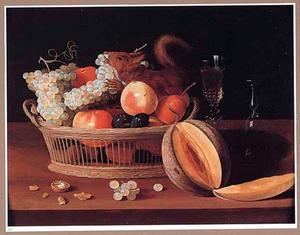 Stilleven van een mand met vruchten, een eekhoorn en wijnglazen