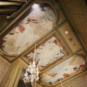 Driedelige plafondschildering met vogelluchten