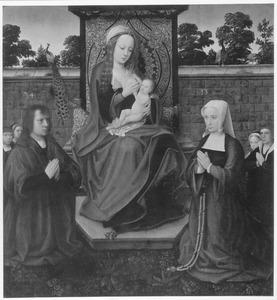 Tronende Maria met stichtersfamilie