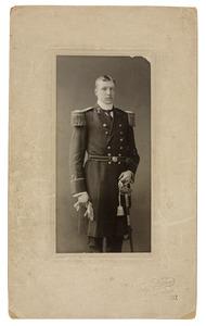 Portret van een jongeman in uniform