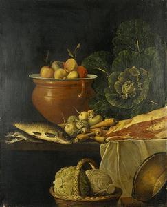 Stilleven van vlees, vis en groenten op een deels gedekte tafel