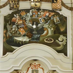 Vredesduif omringd door wapenschilden van de regenten van het Burgerweeshuis te Hoorn