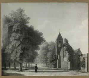 Kerk in een boomrijk landschap
