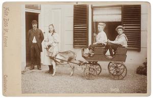Groepsportret met Sebastiaan Ignatius Cambier van Nooten (1852-1930)