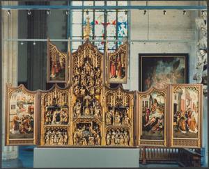 De gevangenneming van paus Sixtus (binnenzijde rechterluik, rechter paneel); Laurentius deelt aalmoezen aan de armen (binnenzijde linkerluik); Laurentius door keizer Decius gevankelijk meegevoerd (binnenzijde linker bovenluik); Laurentius voor de troon van keizer Decius (binnenzijde rechter bovenluik); Laurentius met zwepen gemarteld en levend geroosterd (binnenzijde rechterluik, linker paneel); De aanbidding der herders, de besnijdenis, de aanbidding der Wijzen, de presentatie in de tempel, het sterfbed van Maria, de Boom van Jesse (middendeel)
