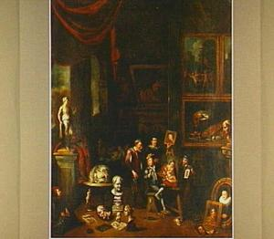 Schilder aan het werk in een kunstgalerij
