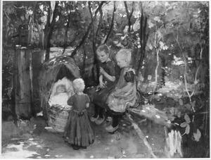 Kinderen bij een wieg waarin een kind slaapt