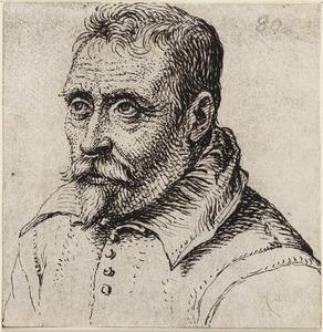 Portret van een man met snor en sikje