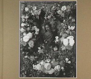 Vrouwenbuste (Flora?) omgeven door een guirlande