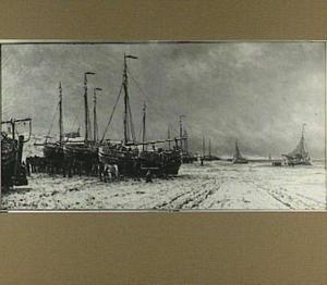 Boten op strand bij Scheveningen