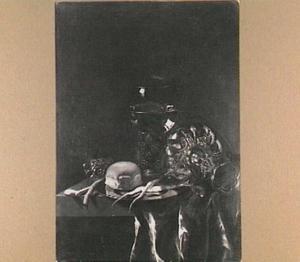Stilleven met roemer en liggende tazza, brood en schorseneren op een bord