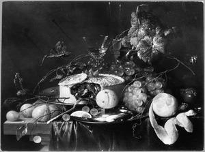 Stilleven met vruchten en een vruchtenpastei