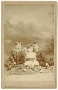 Portret van Hugo Boreel (1884-1962), Pauline Johanna Boreel (1887-1961) en Jacob Lucas Boreel (1883-1939)