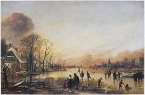 Winterlandschap; gezicht in een dorp met een brede vaart waarop talrijke schaatsers