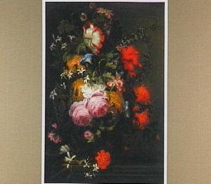 Boeket met rozen en papavers in een urn