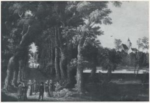 Elegant gezelschap in conversatie op een bomenlaan, grasveld en kerk op de achtergrond