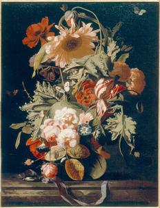 Bloemstilleven met rozen, tulpen en een zonnebloem