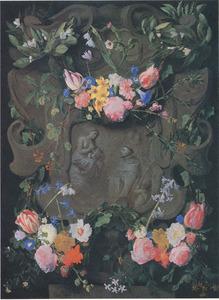 Gebeeldhouwde cartouche versierd met bloemen rondom een voorstelling van Maria met het Christuskind en Sint Bernardus van Clairvaux