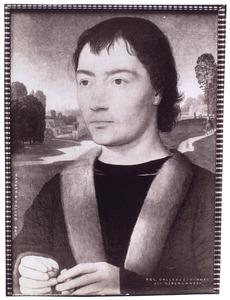 Portret van een jonge man met bidsnoer