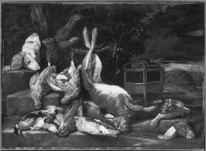 Hond met buit van gevogelte en haas bij een vogelkooi in een landschap