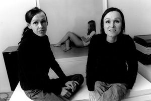 Dubbelportret van Liesbeth en Angelique (L.A.) Raeven