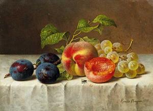 Vruchtenstilleven met blauwe pruimen, perziken en wijndruiven