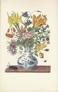 Bloemen in een porseleinen vaas, daarnaast een vliegend hert, op een marmeren blad