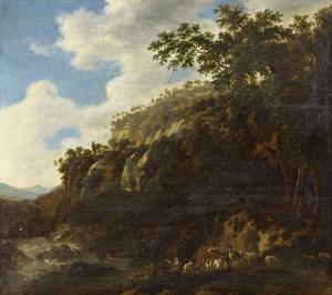 Bebost berglandschap met een herderin en haar vee bij een rivier