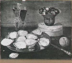 Stilleven met oesters, glaswerk en kastanjes