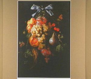 Stilleven van enige vruchten hangend als een tros aan een lint