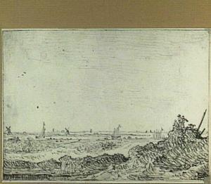 Duinlandschap met drie figuren en een hond, op de achtergrond schepen en windmolens