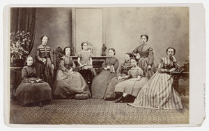 Portret van negen onbekende jonge vrouwen