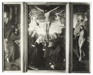 De kruisdraging (links), de kruisiging (midden), de opstanding (rechts)