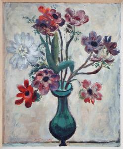 Groene vaas met tulp en anemonen