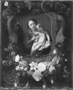 Bloemguilande onder een Madonna met Kind
