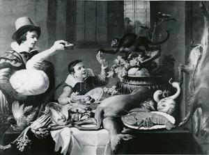 Keukeninterieur met een jongen die een aapje voert en een jongeman die een zwaan vasthoudt