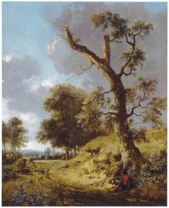 Landschap metr rustende reiziger onder een kale boom