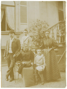 Portret van Jan Cornelis van Beek (1847-1931) en zijn gezin