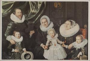 Groepsportret van een familie, mogelijk de familie van Marcus Verspeeck (....-....)