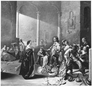 Interieur van een wachtlokaal met een smekende vrouw