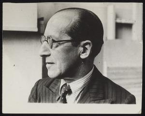 Portret van Piet Mondriaan in zijn atelier
