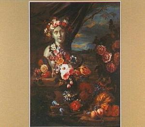 Stilleven van bloemen, vruchten en een borstbeeld in een landschap