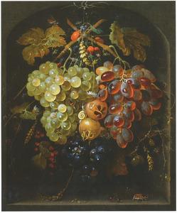 Festoen van vruchten, hangend in een nis met insekten en een slak