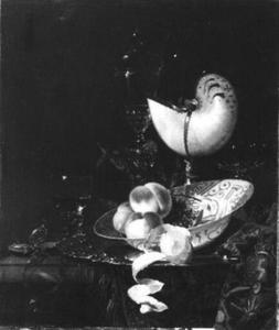 Stilleven met een vruchten en een Nautilusbeker