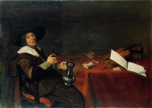 Jonge man met wijnkan aan een tafel met rookgerei, een viool, speelkaarten en boeken