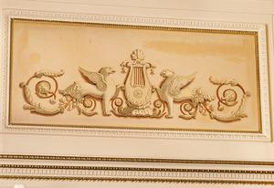 Empire ornament met griffioen
